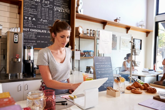 woman-working-on-the-till-at-a-coffee-shop